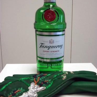 gin-drinking-gloves